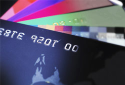 Interest-Rates-vs-Rewards-Choosing-the-Better-Credit-Card
